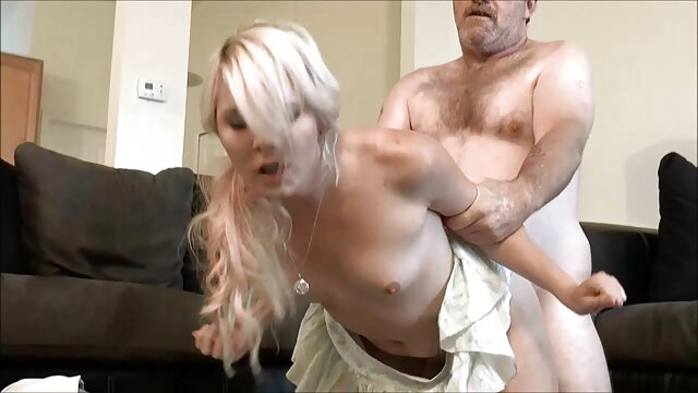 Marie se levantó en zorras pisando celo