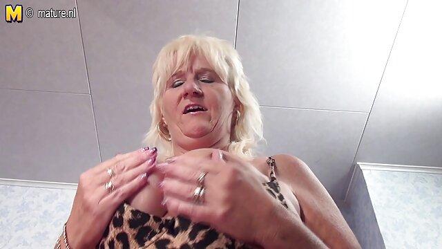 Moms Bang Teens - muyzorras delgadas Anissa Kate Kali Roses Johnny - Tomando uno