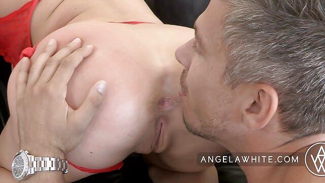 Leggy en tanga se masturba zorras xxx lesbianas frente al espejo