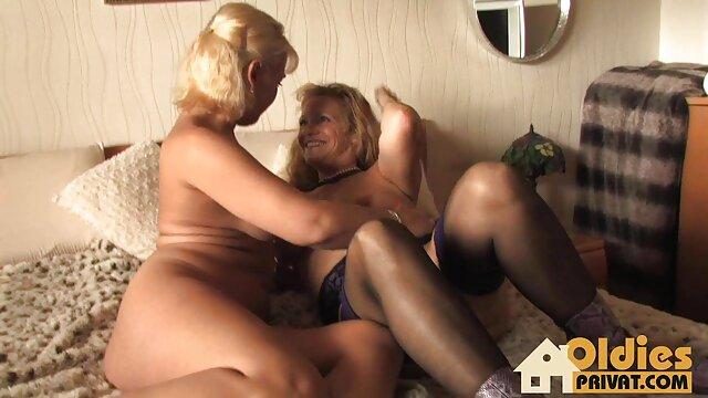 ¡La puma tetona Charlee Chase y Sally muy zorras enculadas D'Angelo se follan a la boca!
